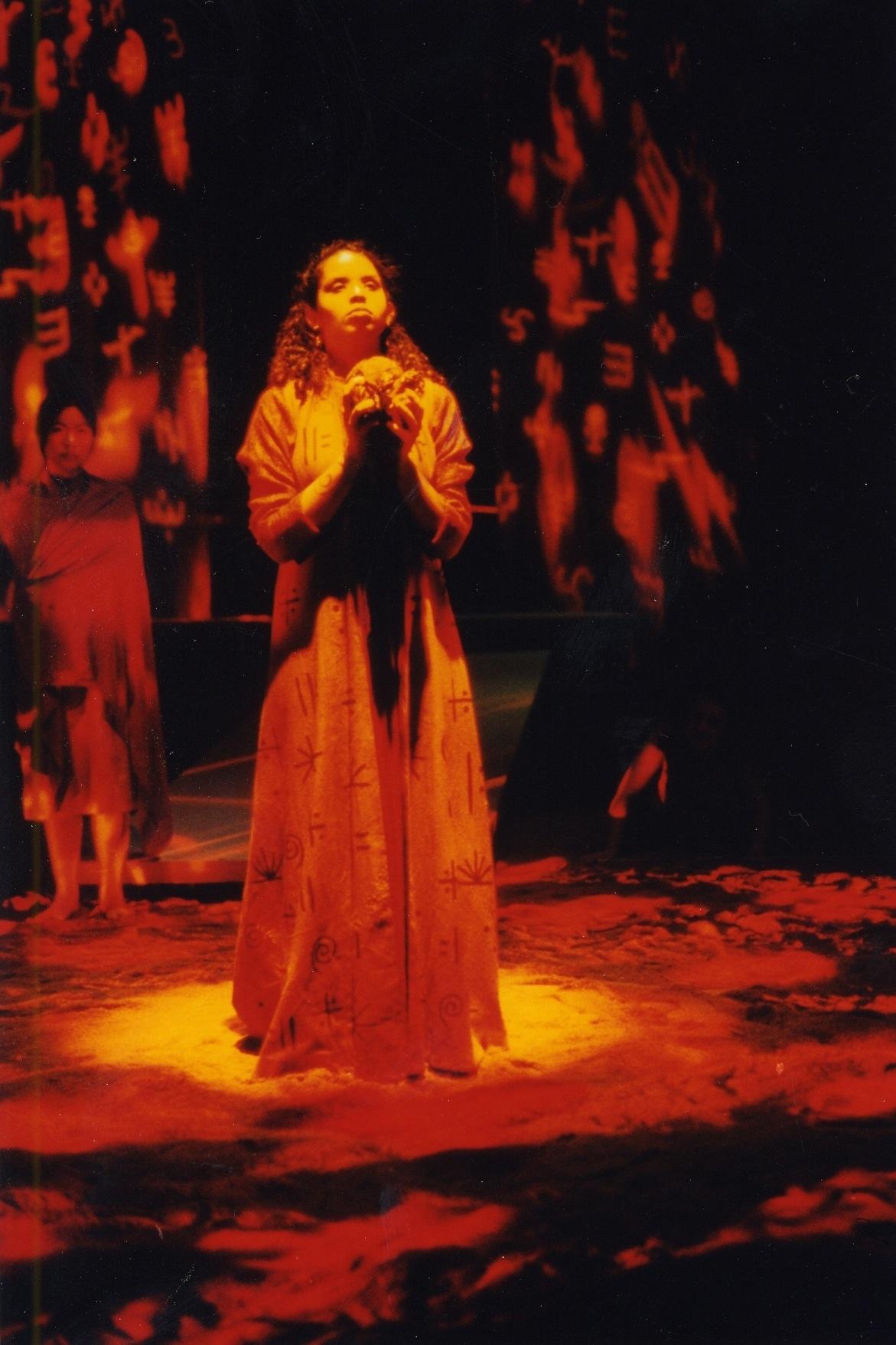 Caroline Taylor Medea 2002 a