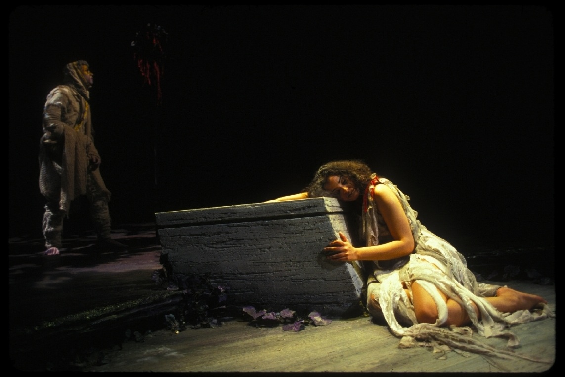 "Caroline Taylor as Agave at the tomb. ""The Bacchae"" (Williamstheatre, USA, 2004). Photo: Cynthia Locklin"